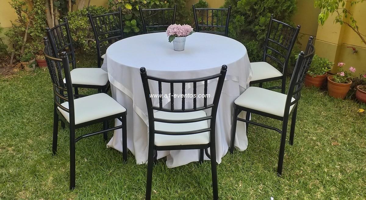 silla de metal color negro 1